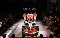マクラーレンのニューマシン「MP4-23」。空力性能の向上で、昨年フェラーリより劣っていた高速コースでのパフォーマンスをアップさせた。(写真=Mercedes Benz)