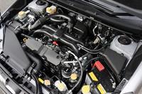 115psの1.6リッター水平対向4気筒エンジン。アイドリングストップ機能が装着される「1.6iL」(4WD車)の場合の燃費は、17.6km/リッター(10・15モード)となる。