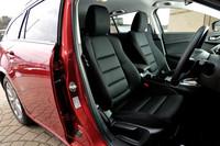 シートフレームの剛性アップなど、基本設計から見直したというフロントシート。「XD」および「20S」のシート表皮は、ブラックのクロスのみとなる。