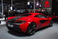 「マクラーレン540C」は540psの3.8リッターV8エンジンを搭載し、最高速は320km/hとうたわれる。