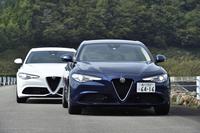 「アルファ・ロメオ・ジュリア」は、ともに2リッター直4ターボモデル。FRの白い「ジュリア スーパー」(最高出力200ps)と4WDの紺色の「ジュリア ヴェローチェ」(同280ps)について性能計測を実施した。(photo:小河原認)