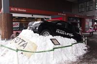 星野リゾート アルツ磐梯スキー場のエントランスには「ランドクルーザー プラド」が。