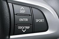 ステアリングホイールに備わるスポーツモードのスイッチ(右)。上のスイッチではマルチインフォメーションディスプレイの表示内容を切り替えられる。