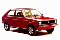 1975年にデビューした初代「ポロ」。その前年に登場した「アウディ50」の姉妹車で、ボディーサイズは全長3512mm、全幅1559mm、全高1344mm。エンジンは当初0.9リッター直4のみで、後に1.1リッターや1.3リッターが追加された。日本へは未導入。