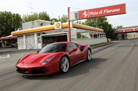 """フェラーリのテストトラック、""""フィオラーノ""""を行く「488GTB」。マラネロとその周辺一般道にも足を伸ばした。"""