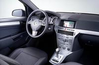 写真は欧州仕様のため左ハンドルだが、日本に入るのはすべて右ハンドル車だ。