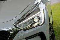 HIDとLEDを組み合わせた「LEDビジョン」と呼ばれるヘッドランプ。「DS 5」では全車標準装備となる。