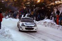 雪のモンテカルロを走るのは、マルコ・マルティンが乗る「フォード・フォーカスRS WRC」(写真=フォードモーターカンパニー)