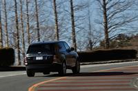 新型「レンジローバー」はSUVとしては世界初となるオールアルミのモノコックボディーを採用する。