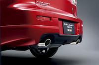 リアバンパー&マフラーエンド(デュアルタイプ)も専用デザイン。リアスポイラーはオプション扱い。