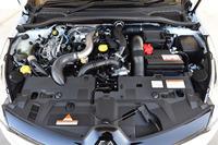 「ルーテシアR.S.トロフィー」のエンジン。スタート&ストップ機能も備わる。