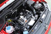 従来の1.4リッターNAと比べると、パワーが20ps、トルクは4.4kgmアップしたうえ、10・15モード燃費も3.0km/リッター向上した。
