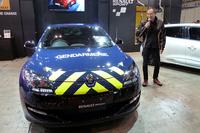 フランスの高速パトカーをイメージした限定車「メガーヌ ルノースポール ジャンダルムリ」。ルノー・ジャポンの大極 司社長がお披露目した。