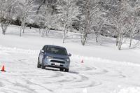 第226回:三菱が20年かけた4WD技術はダテじゃない!「アウトランダーPHEV」女神湖氷上試乗会リポートの画像