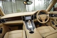 V6エンジン搭載のエントリーグレード「パナメーラ」には、写真の7段PDKモデルのほか、シリーズ中唯一(※日本において)の6段MTモデル(933万円)もラインナップする。