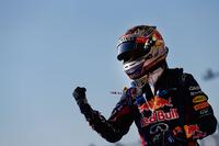 今年8回目のポールポジションから12回目の勝利。8連勝で年間連勝記録を更新したベッテルの前には、アルベルト・アスカリが60年もの間保持し続けているシーズンをまたいでの連勝記録「9」と、シューマッハーの持つ年間最多勝記録「13」が残されている。(Photo=Red Bull Racing)