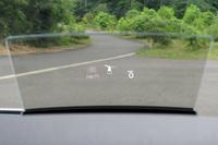 上級グレード「アドヴァンス」のヘッドアップディスプレイ。こちらもフォルクスワーゲン車としては初の採用となる。