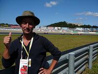 ランクの低いプレスパスでこんな1コーナーの内側までいけてしまった……F1じゃあり得ん!