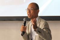 かつての開発エピソードを語る大林眞悟氏。新型「インプレッサ」については、「初代『レガシィ』の時と同じように、かなり(理想に)近いイメージを感じる」「とにかくフレームがきれい」と語った。