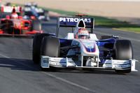 タイヤの違いからくる3位ロバート・クビサの終盤の追い上げは、残り3周で首位バトンにすら追いつけるかと思えるほど激しいものであった。2位セバスチャン・ベッテルを追い抜く際にベッテルの抵抗にあい、両車ともリタイア。(写真=BMW)
