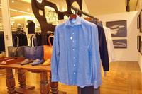 コットンネルのドレスシャツや、カシミアを使用したニット、ニットジャケットなど、素材と技術にこだわったファッションアイテムもラインナップ。