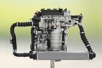 新開発の1.5リッター直噴ターボエンジン。走りや燃費性能に加え、ライバルより低い自動車税の額もセリングポイントとなっている。