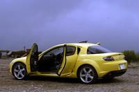 【スペック】     RX-8 TypeS(6MT):全長×全幅×全高=4435×1770×1340mm/ホイールベース=2700mm/車重=1310kg/駆動方式=FR/水冷式直列654cc×2ローター(250ps/8500rpm、22.0kgm/5500rpm)/車両本体価格=275.0 万円