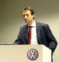 フォルクスワーゲンAGグループ研究所のエレクトロニクス・車両研究リーダー、マルクス・リーンカンプ博士が来日。フォルクスワーゲンの未来技術について語った。