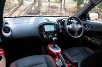 インテリアは、ベースモデルと同じ。「15RX」は本革巻きステアリングホイールやフルオートエアコンなどが装備され、スエード調トリコットのシート地が採用される。