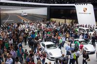 会場規模や展示内容で世界最大規模を誇るフランクフルトショー。一般公開は2013年9月14日に始まった。