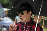 トレードマークのサングラスをかけた川上さん。サクラ・オートヒストリーフォーラムで(2013年5月)。