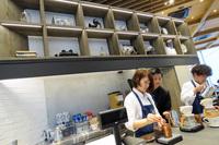 トリバコーヒーが開発したという「café 1886 at Bosch Blend」はここでしか飲めない一杯。ダークローストとライトローストがあり、ライトローストは1杯ずつスタッフがハンドドリップしてくれる。