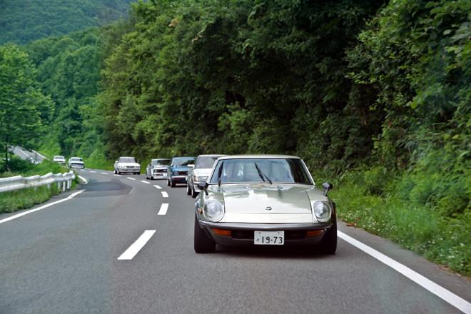 ミーティング前日の7月16日には、約70台が参加して「Hero達のツーリング」と題された、黒石から八甲田方面を巡る全行程100kmほどのツーリングが実施された。ミーティングともども参加資格は「旧車」というだけで年式による規定はなく、その判断は参加者自身に委ねられているため、GX80系「トヨタ・マークII」など1980年代生まれのクルマも参加していた。