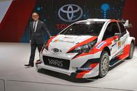 「トヨタ・ヤリスWRCテストカー」とトヨタ自動車の豊田章男社長。