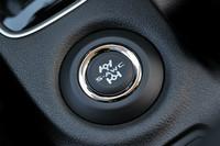 センターコンソールに用意される車両運動統合制御システム「S-AWC」のボタン。旋回時のトレース性、走行安定性、滑りやすい路面での走破性を向上させる。