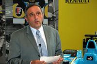 ルノージャポンのアラン・レーマン社長は、日本語でスピーチ。