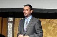 発表会で登壇するマセラティ ジャパンのファブリッツィオ・カッツォーリ代表取締役社長。