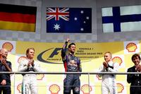 ベルギーGPを制したレッドブルのダニエル・リカルド(中央)。前戦ハンガリーGPからの連勝となる。2位はメルセデスのニコ・ロズベルグ(その左)、3位はウィリアムズのバルテリ・ボッタス(同じく右)だった。(Photo=Red Bull Racing)