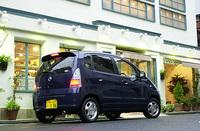 MRワゴンは、ターボモデル以外にABSが標準装備されず、2.5万円のオプションとなる。モコNAモデルの価格はMRワゴンより若干高く設定されるが、全車ABSを標準装備する