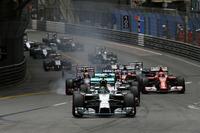 予選に次いで重要なモナコのスタート。トップのロズベルグを先頭に2位ハミルトン、3位セバスチャン・ベッテル、4位キミ・ライコネン、5位リカルドらが続いた。(Photo=Mercedes)