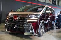 かつて初代「アルファード」が登場した際、故・徳大寺有恒氏は「従来、下品なデザインは苦手なメーカーだったトヨタが、ここにきて下品のコツをつかんだ」と語っていた。この「style LB」を見たら、果たしてなんと評しただろうか?     (写真=webCG)