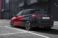 270ps仕様の「308GTi 270 by PEUGEOT SPORT」に限り、赤×黒のボディーカラー「クープ・フランシュ」が選べる。
