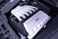 ベーシックなV6。従来横置きで使われていた2.8リッターV6を、排気量を拡大し、縦置きで使う。6段MTを標準とし、オプションで5段ATを組み合わせることもできる。