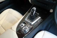 サイドブレーキはスイッチで作動/解除を行う、電動式となった。