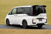 「ステップワゴン モデューロコンセプト」のリアビュー。リアのバンパーガーニッシュも同車専用となる。