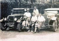 三井家1928年「モーリス・オックスフォード・フォア・サルーン」(写真左)&1934年「イスパノ・スイザH6C」(写真右)