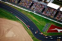 上空からのスタートシーン。ベッテルが大きく先行するが、その後のクラッシュでセーフティカーが導入され、そのリードはなきものに。(写真=Red Bull Racing)