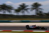 ホンダは、フェルナンド・アロンソ(写真)のパワーユニットだけに新しいパーツを与え、日本GP前哨戦のマレーシアに臨んだ。アロンソのマクラーレンはグリッドペナルティーで最後尾からスタート。決勝ではスタートで一気に10位までポジションを上げ、その後ポイント圏内にとどまり続け、7位でゴールした。(Photo=McLaren)