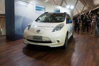 自動運転技術を搭載する「IDSコンセプト」の説明会は、東京モーターショーに先駆けて、日産の先進技術開発センター(神奈川県厚木市)で行われた。写真は、EV「リーフ」をベースにした「ニッサン・インテリジェント・ドライビング」の自動運転実験車両。
