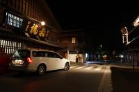 夕方6時伊勢に到着。伊勢神宮内宮の「おはらい町通り」にある赤福本店前で。